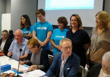 """Pertuis et l'UNICEF re-signent pour une """"ville amie des enfants"""""""